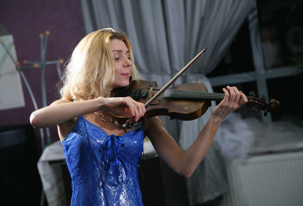 Anna Barsukova violinist #annabarsukova #youarenotalone #аннабарсукова #тынеодин #movie #film